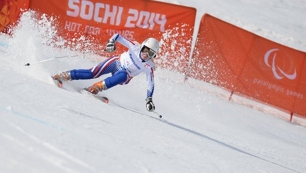 Александра Францева (Россия) на трассе скоростного спуска на соревнованиях по горнолыжному спорту среди женщин на XI Паралимпийских зимних играх в Сочи