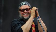 Лидер группы Аквариум Борис Гребенщиков выступает на музыкальном фестивале Нашестви. Архивное фото