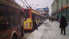 Обрыв контактной сети парализовал движение в центре Томска, фото с места событий