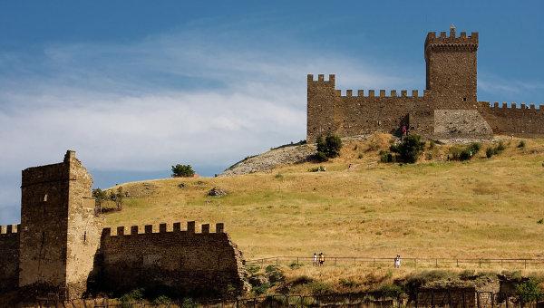Генуэзская крепость, архивное фото