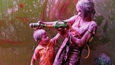 Фестиваль красок Холи в индийском городе Ченнае