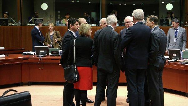 Министры иностранных дел Европейского союза перед началом встречи в Брюсселе. 17 марта 2014