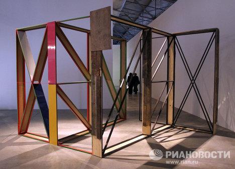 Гамак из цепей и кровать-дорожная развязка на выставке New Decor