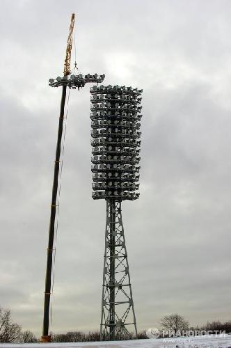 Демонтаж мачт освещения стадиона Динамо
