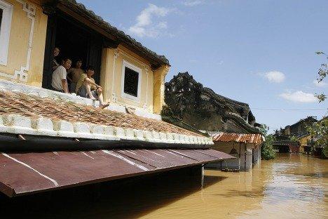 Тысячи домов и целый город разрушены стихией в Юго-Восточной Азии