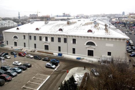 Со здания «Провиантских складов» на Зубовском бульваре убрали строительные леса
