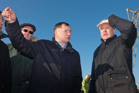 Мэр Москвы Сергей Собянин проинспектировал ход строительства автомобильной развязки на пересечении проспекта Маршала Жукова с МКАД и Новорижским шоссе