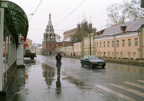 На улице Большая Полянка.