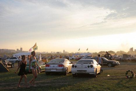 Автомобильный фестиваль на территории Тушинского аэродрома
