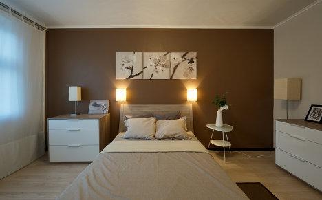 Дизайн квартиры в новостройке, комната с окраской стен молоко-шоколад