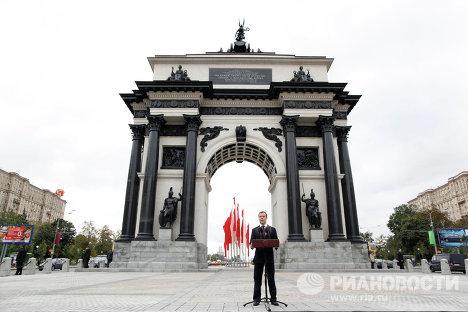 Д.Медведев на открытии Триумфальных ворот после реставрации