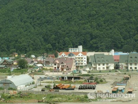 Район Олимпийской стройки в окрестностях Красной Поляны вдоль реки Мзымта.