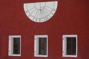 Солнечные часы в Новодевичьем монастыре