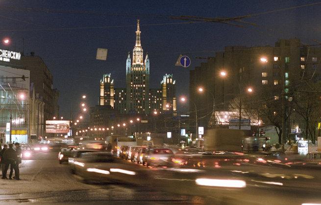 Московская улица Красная Пресня вечером