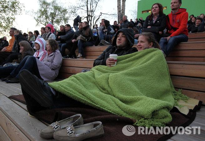 Зрители в кинотеатре Пионер в Парке Горького