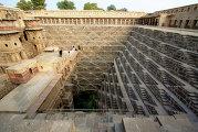 Лестничный комплекс в колодце Чанд Баори в индийском городке Абанери