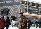 Демонтаж павильона-чемодана Louis Vuitton на Красной площади