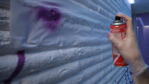 Как украсить стену с помощью трафаретной росписи