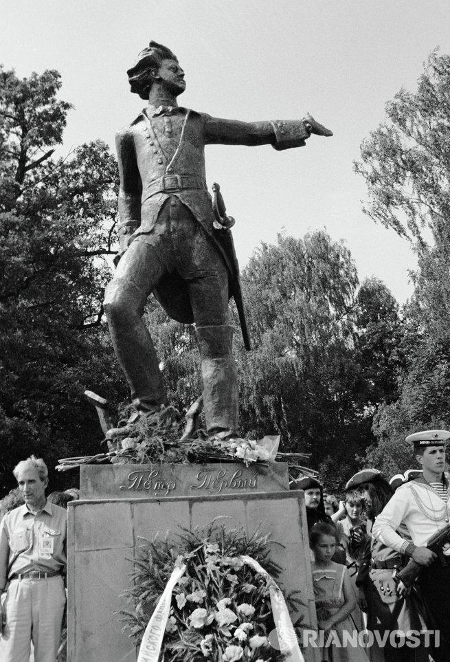 Открытие памятника молодому Петру I