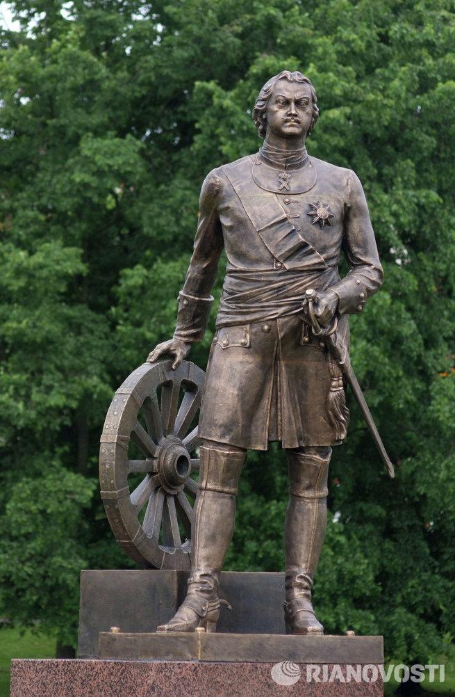 Памятник императору Петру I открыт в Великом Новгороде
