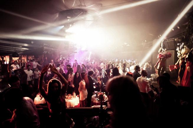 Топ-5 самых необычных интерьеров модных клубов Москвы
