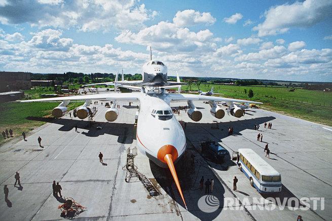 Грузовой самолет АН-225 Мрия