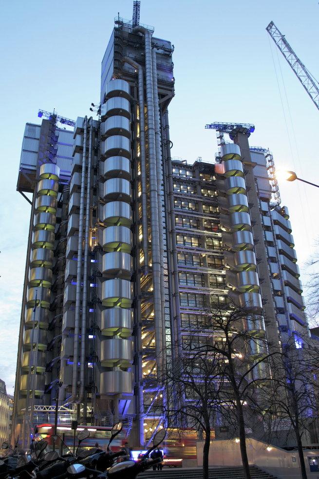 Здание компании Ллойдс в Лондоне
