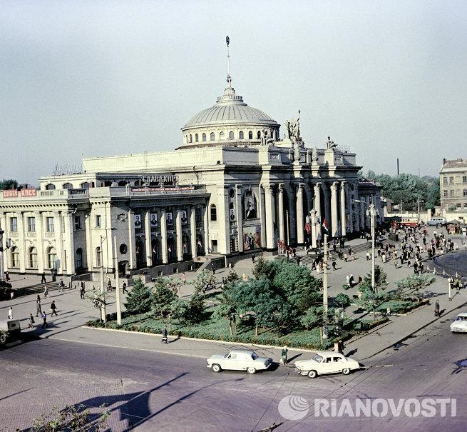 Здание железнодорожного вокзала в городе Одессе