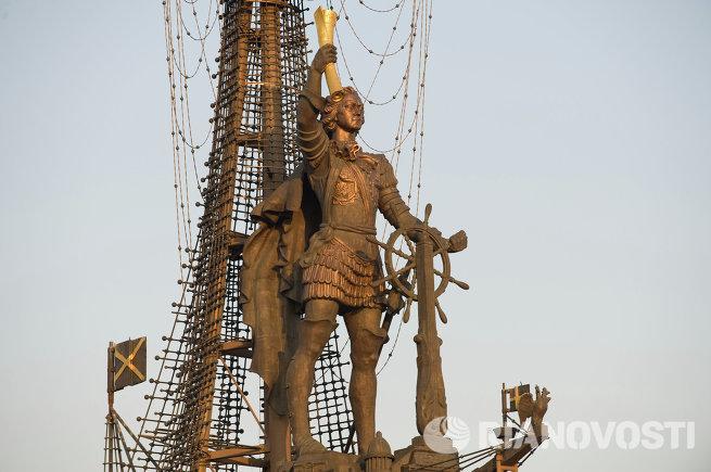 ВРИО мэра В.Ресин предложил подумать о возможном переносе памятника Петру I в другое место
