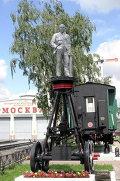 Памятник В. Ленину в депо Октябрьской железной дороги