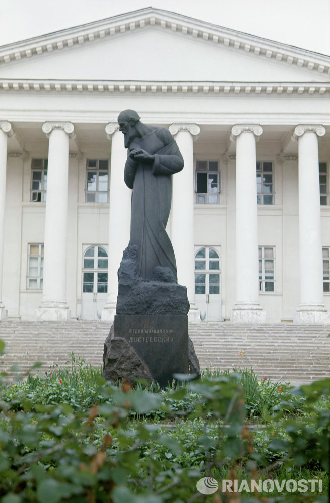 Памятник Ф. М. Достоевскому в Москве