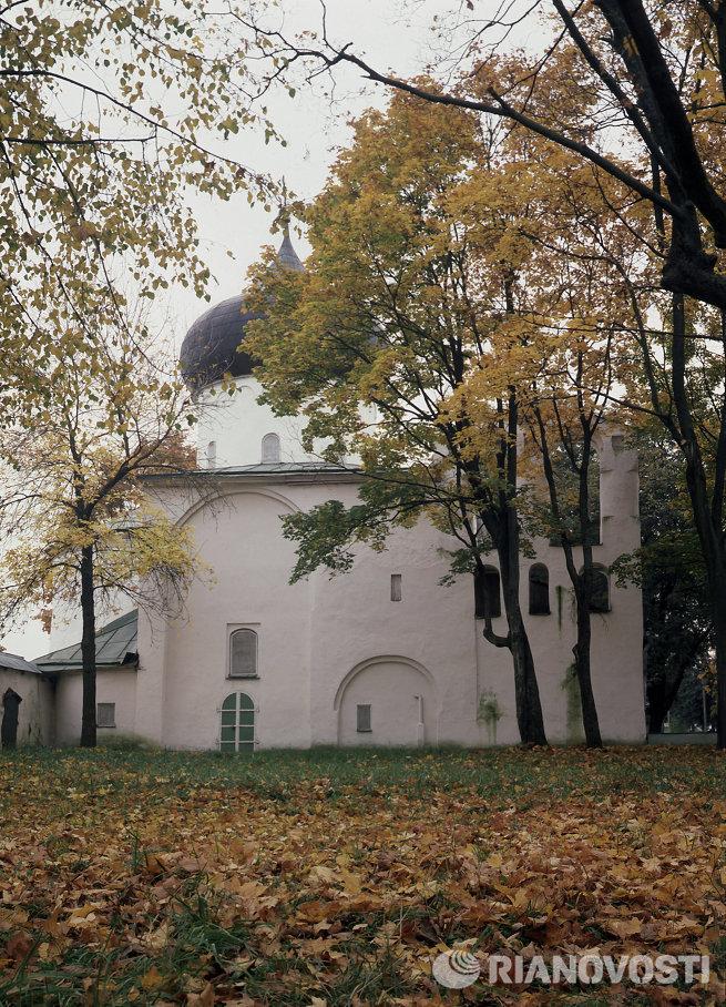 Спасо-Преображенский собор на территории Спасо-Мирожского Завеличского монастыря в Пскове
