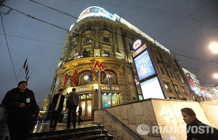 Вид на расположенную напротив Кремля гостиницу Националь