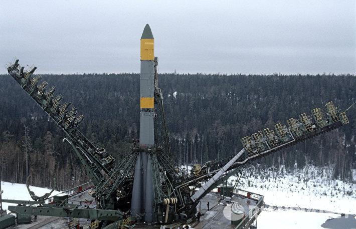 Ракета с искусственным спутником Земли Ресурс Ф-2