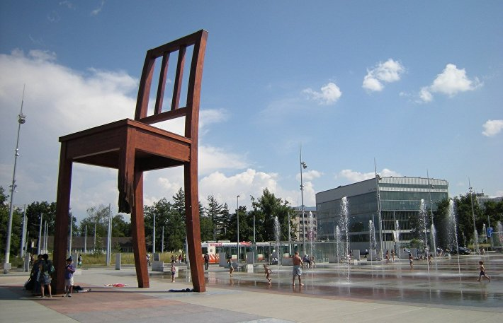 Памятник сломанному стулу – Женева