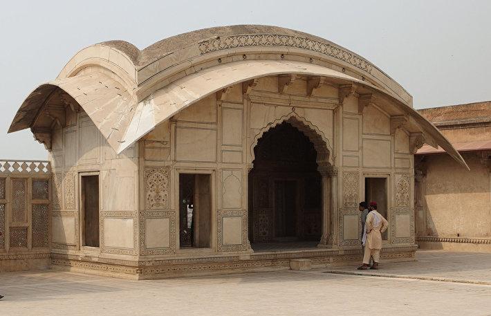 Мраморный павильон Шах-Джахана в Лахорской крепости