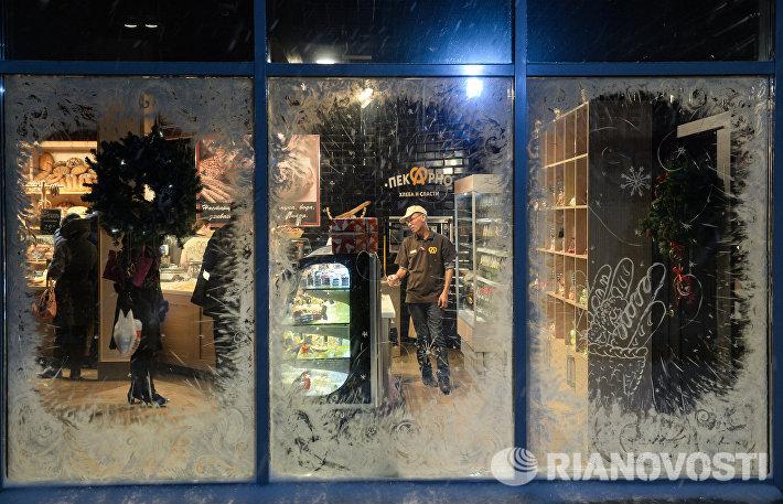 Новогоднее оформление витрины магазина