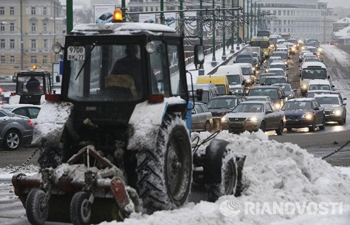 Уборка снега в центре Москвы