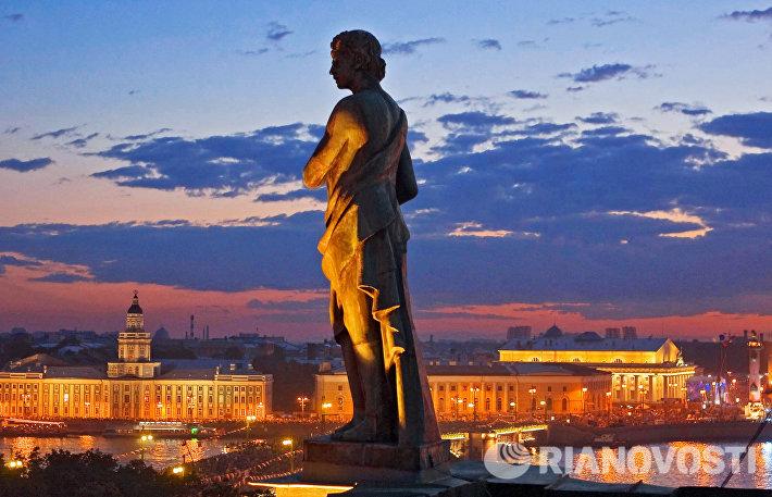 На празднике Алые Паруса в Санкт-Петербурге