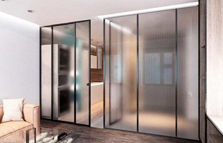 Границы стерты: как сделать интерьер эффектнее с помощью стеклянных стен