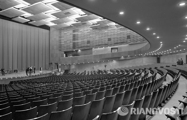 Зал кинотеатра Октябрь