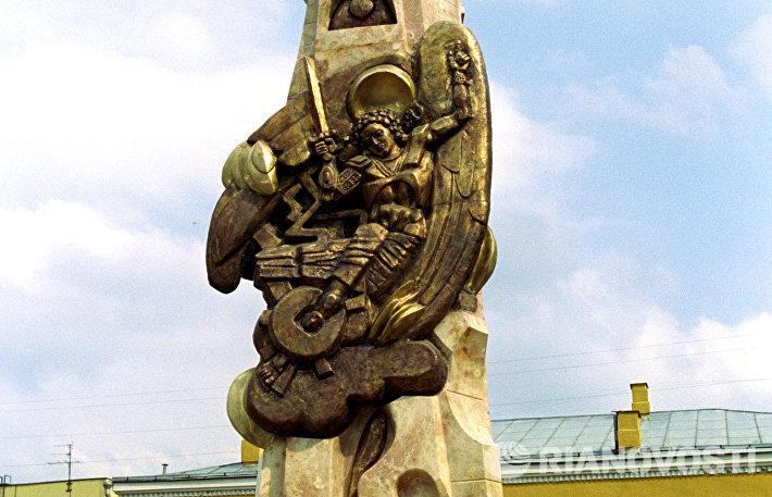 Монумент Возрождение на Большой Ордынке в Москве Эрнста Неизвестного.