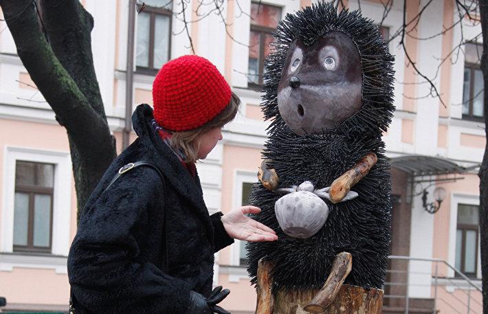 Памятник главному герою популярного советского мультфильма Ежик в тумане