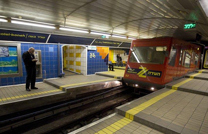 Одна из станций линии Кармелит в Хайфе (Израиль)