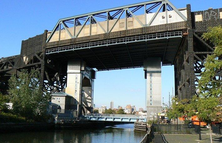 Станция метро Smith-9 Streets над каналом Гованус, Нью-Йорк