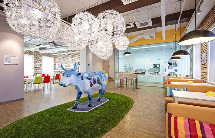 Трудовой отрыв: лодки, коровы, каюты и другой креатив в офисах Москвы