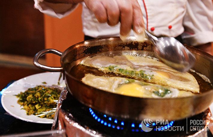 4 правило хюгге. Найдите для себя хобби по душе, например, станьте заправским кулинаром. Ну и заодно будете радовать друзей своим мастерством на посиделках.