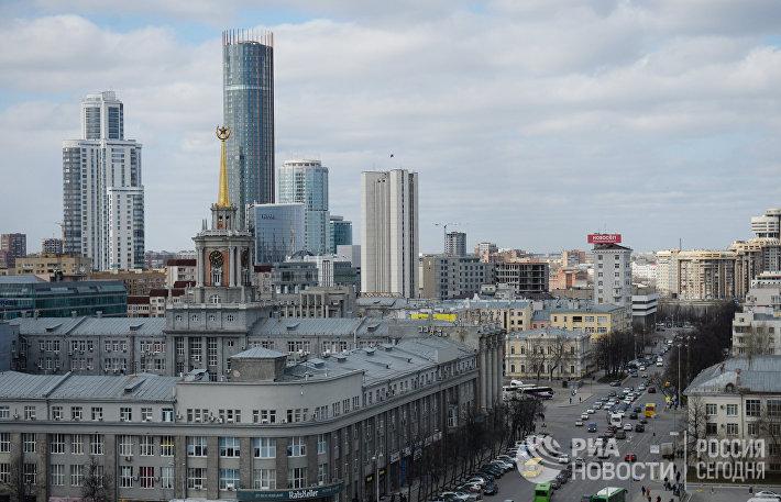 Вид на Екатеринбург с колокольни храма Большой Златоуст