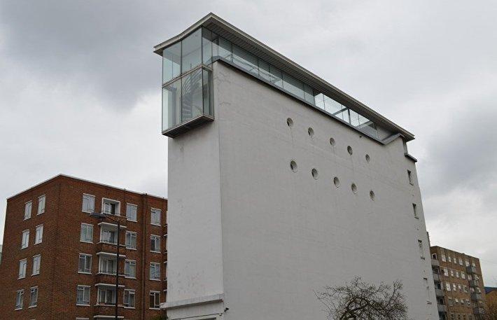 Узкий дом, Лондон