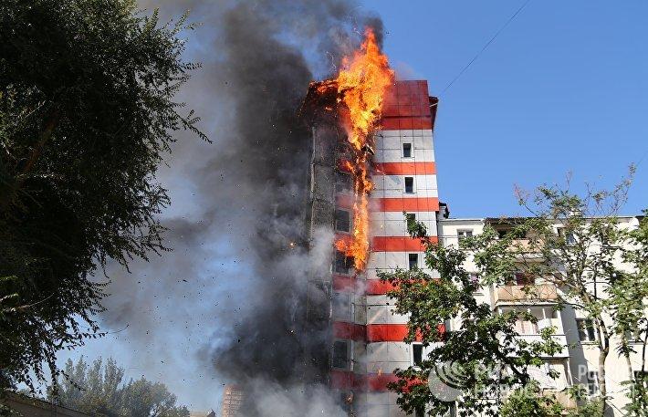 В центре Ростова-на-Дону загорелось десятиэтажное здание
